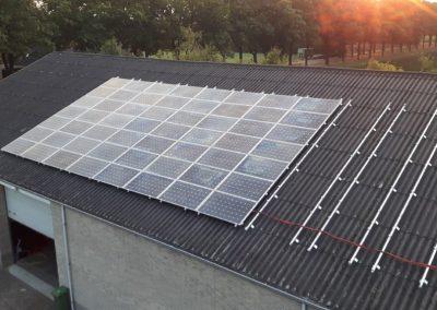 Paardenbox Riethoven 184 PV panelen